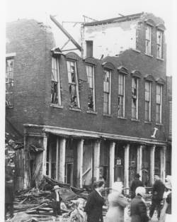 Closeup view of Leonard - Haner building after cyclone of June 16, 1912